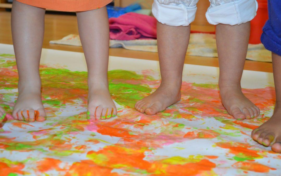 Els dofins i els trens hem pintat amb els peus